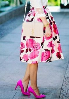 Street-style cute outfits for spring can look feminine as well as chic with midi skirt, chic with cropped jacket or really casual with denim Look Fashion, Fashion Bags, Spring Fashion, Womens Fashion, Fashion Trends, Jw Fashion, Fashion 2015, Luxury Fashion, Mode Style