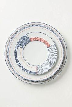 陶器のパッチワークは想いを馳せる距離が長くなり、大変好いたらしい時間をくれる。陶器自体にそんな力があるんだろうな。家具全般そうかもしれないな。