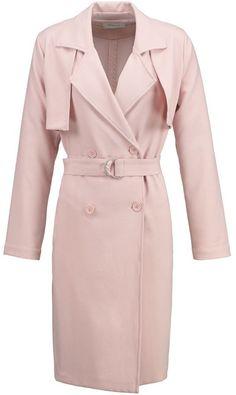"""Pin for Later: Heißt den Frühling willkommen mit diesen Kleidern in Pastelltönen  Sparkz """"Dalila"""" Trenchcoat in Rosa (135 €)"""