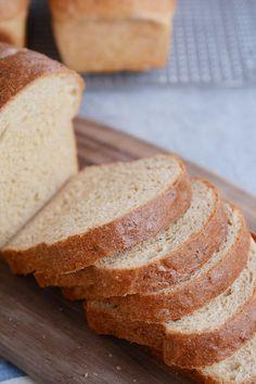 Pain au quinoa et à la farine complète Wheat Bread Recipe, Yeast Bread Recipes, Bread Machine Recipes, Savoury Baking, Bread Baking, Keto Bread, Food Network, My Favorite Food, Favorite Recipes