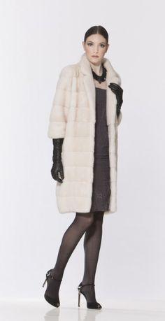 МОДЕЛЬ 133. ШУБА ИЗ НОРКИ Cozy Fashion, Fur Fashion, Leather Fashion, Winter Fashion, Womens Fashion, Fabulous Furs, White Fur, Mink Fur, Leather Gloves