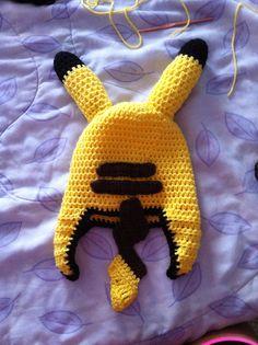 Rear view of Pikachu hat Crochet Kids Hats, Crochet Girls, Crochet Beanie, Love Crochet, Diy Crochet, Crochet Crafts, Yarn Crafts, Crochet Projects, Pikachu Crochet