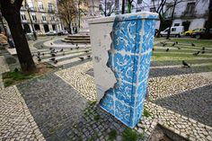 Stencil art in Lisbon, Portugal, 2015 To highlight the history of his home country, Portuguese artist Diogo Machado creates street art inspired by traditional Portuguese Azulejo tilework. He create. 3d Street Art, Street Art News, Street Art Graffiti, Street Artists, Illusion Kunst, Illusion Art, Art Furniture, Urbane Kunst, Cool Art Projects