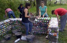 Students build a playhouse out of plastic bottles - Chivilcoy.