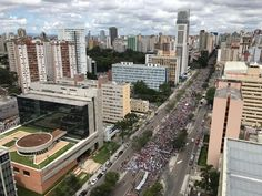 Destino da passeata dos trabalhadores é a Praça Nossa Senhora da Selete, em Curitiba (Foto: Anderson Grossl/ RPC Curitiba)