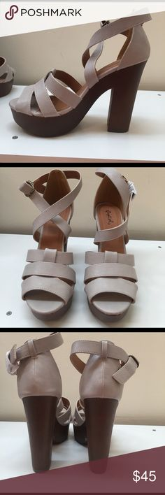 Chunk heel sandals light gray Brand new size 7 chunkie heels  in a neutral gray color perfect for pool parties or a summer night out Shoes Platforms