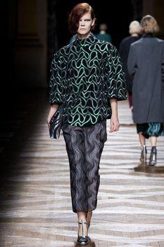 Dries Van Noten Fall 2014 Ready-to-Wear Fashion Show - Irina Kravchenko (Women) High Fashion, Fashion Show, Fashion Outfits, Womens Fashion, Fashion Design, Net Fashion, Fabulous Dresses, Fall Winter 2014, Rodeo