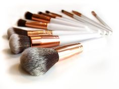 Check out this review! You can buy these beautiful babies @boozyshop  https://www.boozyshop.nl/make-up-kwasten/