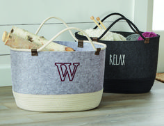 Felt Storage Tote from Thirty-One and Andrea Carver – Deine Cheap Purses, Cute Purses, 31 Bags, Popular Handbags, Tote Storage, Handbag Organization, Thirty One Gifts, One Bag, Felt Hearts