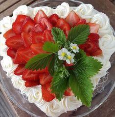 Ihan perinteinen kermakakku - Starbox No Bake Cake, Acai Bowl, Brunch, Food And Drink, Strawberry, Cupcakes, Snacks, Chocolate, Fruit