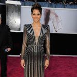 Oscars Red Carpet - Halle Berry in a beautiful Versace creation