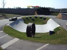 skatespots - Google Search Scooter Ramps, Scooter Scooter, Mini Ramp, Skateboard Ramps, Skate Park, Outdoor Furniture, Outdoor Decor, Sun Lounger, Diy Concrete