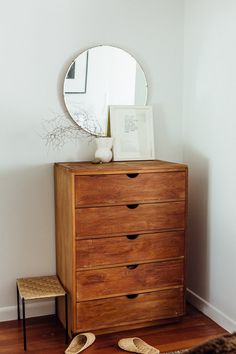 Wood Bedroom natural wood dresser with circular mirror. Decoration Inspiration, Interior Inspiration, Interior Ideas, Design Inspiration, Design Ideas, Decor Ideas, Natural Wood Dresser, Home Bedroom, Bedroom Decor