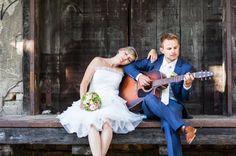 Brautpaar mit Gitarre