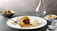 Hľadáte recept na orechové muffiny? Vyskúšajte tip Veroniky Bušovej a pripravte si šťavnaté muffiny z orechového cesta servírované s karamelovou omáčkou a flambovaným banánom.