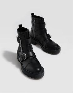 sneakers for cheap ac8b2 78dbc Botín plano hebillas negro - Botas y botines de mujer  Stradivarius