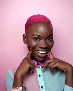 The natural hair style TWA, also known as the teeny weeny afro is normally the resulting style after you big chop. Learn how to accessorize and style it! Brown Skin, Dark Skin, Short Hair Blond, Curly Hair Styles, Natural Hair Styles, Catty Noir, Pelo Natural, Coloured Hair, Afro Punk