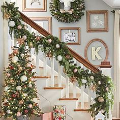 Rampe descalier noel christmas pinterest nothing says christmas like a green garland shimmering with ornaments and draping a banister heres solutioingenieria