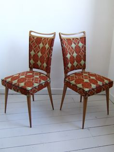 I love this combination of 1960s furniture and African fabric by Aiveen Daly.