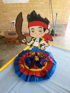 Centro de mesa Jake y los piratas #Ideas #Cumpleaños #MundoMab Mickey Mouse Birthday, Boy Birthday, Birthday Ideas, Terra Do Nunca, The Pirates, Birthday Centerpieces, Ideas Para Fiestas, Cupcake Cakes, Mario