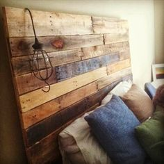 Recycled Pallets 40 Recycled DIY Pallet Headboard Ideas - I am sharing today about DIY pallet headboard. If you go to the market o buy the headboard that will be really costly but if you decide to have pallet headboard Pallet Crafts, Diy Pallet Projects, Home Projects, Pallet Ideas, Recycled Pallets, Wooden Pallets, Pallet Wood, Pallet Benches, Pallet Tables