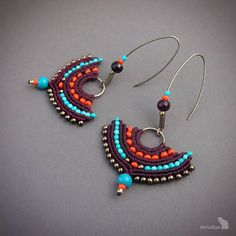 gipsy boho style macrame earrings handcrafted with linhasta mm - cherry black color and glass seed beads Macrame Colar, Macrame Earrings, Macrame Jewelry, Bead Earrings, Beaded Bracelets, Jewelry Knots, Moon Jewelry, Witch Jewelry, Fall Jewelry