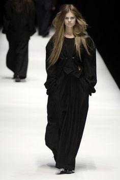 Yohji Yamamoto at Paris Fashion Week Fall 2006 - Runway Photos