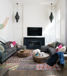 We love this modern Moroccan living room! Do you like this interior style?