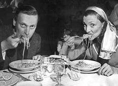 British violonist Yehudi Menuhin and his wife Diana eating spaghetti before a concert the Maestro gave in Venice.