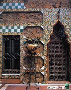 Casa Vicens (Barcelona). Puerta de la fachada suroeste