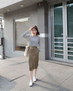 Soyeon style Celebrity Fashion Outfit Trends And Beauty Tips korean fashion Celebrity Fashion Outfits, Korean Fashion Trends, Korea Fashion, Modest Fashion, Asian Fashion, Celebrity Style, Fashion Bloggers, Long Skirt Fashion, Fashion Women