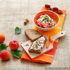Aufstrich mit Ziegentopfen und Marillen Bread, Dips, Food, Sauces, Brot, Essen, Dip, Baking, Meals