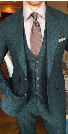 Strong Look, All Green For 2017 #menssuitsstylish #MensFashionBlazer