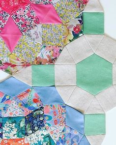 I just love this joining fabric choice by Doesn't it set off the liberty perfectly? Liberty Fabric, English Paper Piecing, Mandolin, Quilting Ideas, Diy Tutorial, Just Love, Ava, Quilts, Blanket