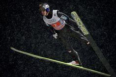 Wir begleiten Gregor Schlierenzauer durch die Saison. Video 2: GR[2]GOR bei der Vierschanzentournee.