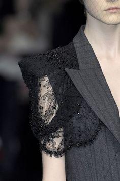 Alexander McQueen Fashion Details & more #alexandermcqueen2018