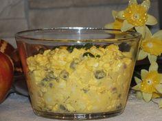 Kolejna smaczna sałatka, w której królują jajka, ale też pojawiają się inne smaczne składniki, jak: kapary, rzodkiewka, por i jabłuszko :) Przepis na sałatka jajeczna z kaparami i rzodkiewką. Oatmeal, Grilling, Food And Drink, Vegetables, Breakfast, Recipes, The Oatmeal, Morning Coffee, Rolled Oats