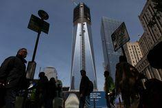 世界貿易センタービルの跡地に建設中の「1WTC」が高さ387.4メートルに達し、ニューヨーク市で最も高いビルになったと発表された。(Photo by Spencer Platt/Getty Images)