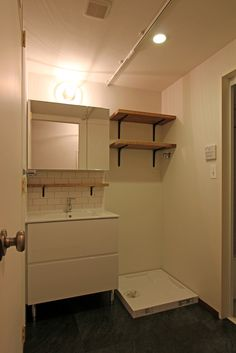 LAVATORY/POWDERROOM/TOILET/TILE/洗面室/トイレ/タイル/洗面器/フィールドガレージ/FieldGarage…