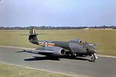 Gloster Meteor - 41 Sqn, Biggin Hill 41 converted to Hunter in August 1955 Photo by Warmtoast. Navy Aircraft, Ww2 Aircraft, Air Fighter, Fighter Jets, Fighter Aircraft, Military Jets, Military Aircraft, Gloster Meteor, War Jet