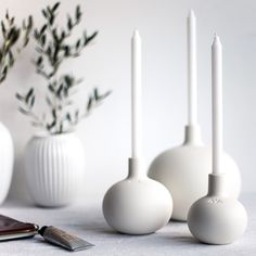 25 Simple and Cute Rustic Wooden Box Centerpiece Ideas to Liven Up Your Decor - The Trending House White Candle Holders, Unique Candle Holders, Ceramic Candle Holders, Candlestick Holders, Candlesticks, Candleholders, Modern Candles, White Candles, Diy Candles