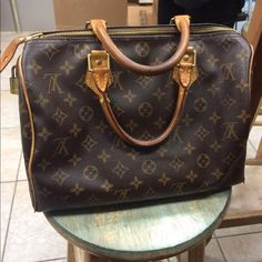 Authentic Louis Vuitton speedy 30 handbag Authentic Louis Vuitton speedy 30 handbag. One of my favorite bags!  I am cleaning out my closet so I would love to see someone else put it to good use!  Normal wear but clean and in great condition! Louis Vuitton Bags Mini Bags