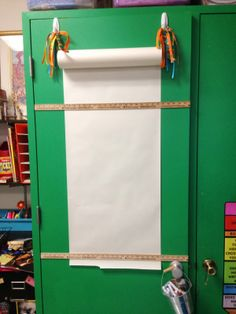 Love this idea. Could use it for some many different uses: student idea sheets, an easel, question chart, etc.