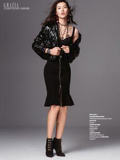Dressed in black, Liu Wen wears Fendi jacket