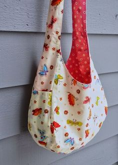A cute over the shoulder bag tutorial with a free PDF pattern template!