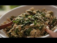 Orzo with spring green veggies, toasted almonds, and feta cheese Orzo Recipes, Vegetable Recipes, Healthy Recipes, Green Veggies, Fruits And Veggies, Vegetarian Entrees, Easy Food To Make, Pasta Dishes, Healthy Eating