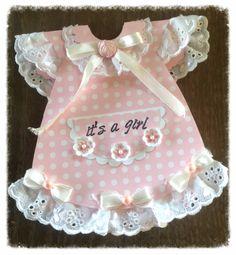 Geboortekaartje in de vorm van een jurkje Baby Girl Cards, New Baby Cards, Mothers Day Cards, Baby Shower Cards, Baby Shower Invitations, Baby Shower Gifts, Baby Gifts, Baby Decor, Baby Shower Decorations