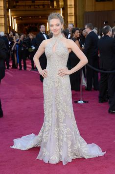 Amanda Seyfried Lookbook: Amanda Seyfried wearing Bobby Pinned Updo (34 of 55). Amanda Seyfried took the 2013 Oscars red carpet by storm with a decidedly gorgeous updo.