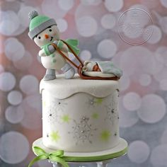 25 Pretty Snowman Cake Ideas for Christmas Christmas Themed Cake, Christmas Cake Designs, Christmas Cake Decorations, Holiday Cakes, Christmas Desserts, Christmas Cakes, Cupcakes, Cupcake Cakes, Epiphany Cake