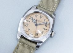 ROLEX OYSTER ARMY #rolex #vintagerolex #vintagewatch #patina #horology #horolin Antique Watches, Vintage Watches For Men, Vintage Rolex, Rolex Watches, Wrist Watches, Cool Watches, Oysters, Clock, Style